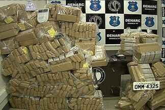 Polícia apreende 700 quilos de maconha em rodovia próximo a Guapó, em Goiás - Parte da droga foi encontrada dentro de dois veículos durante uma abordagem da PRF.