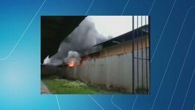 Incêndio destrói parte do prédio da Secretaria de Educação, em Manaus - Local é responsável pela transmissão de aulas a distância para Zona Rural.Com incêndio, 35 mil estudantes devem ficar sem aulas em todo o estado.