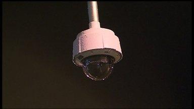 Câmeras de segurança são instaladas nas ruas do DF - São 20 câmeras já instaladas só na região do Plano Piloto. O objetivo é diminuir a criminalidade.