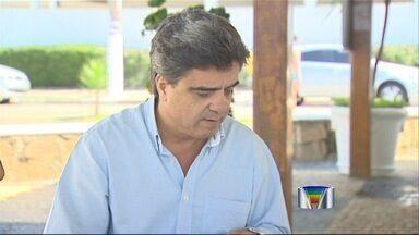 Prefeito de Caraguatatuba anuncia que vai deixar o cargo - Antonio Carlos da Silva, do PSDB, anunciou que ele e o filho, que é vice-prefeito, vão renunciar daqui a noventa dias.