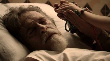 Ernest se despede dos filhos e morre nos braços de Pérola - Menina diz que o avô partiu em paz por ter conhecido o verdadeiro amor