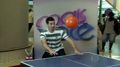 Dani Monteiro explica como surgiu o ping pong de cabeça - Repórter vai até shopping fazer desafio a jogadores de futebol freestyle