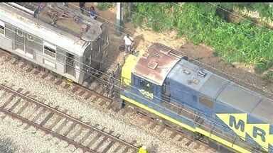 Trens de passageiros e de carga batem no ramal de Belford Roxo, no Rio - As composições se chocaram entre as estações Costa Barros e Barros Filho. Pelo menos 10 pessoas ficaram feridas no acidente. Passageiros relatam o que aconteceu na hora da batida.