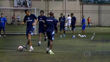 Real Garcilaso treina em campo de 'peladeiros' em Belo Horizonte - Adversário do Cruzeiro desta quarta-feira abdicou de treinar no Mineirão na véspera do do jogo