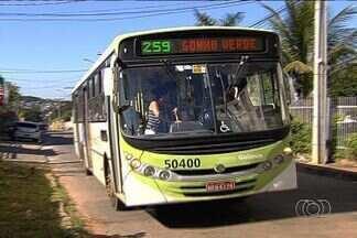 Moradores reclamam da falta de ônibus em bairro de Goiânia - Cmtc prometeu que transporte coletivo passaria na avenida New York, mas até hoje não foi adotada nenhuma medida.