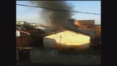 Incêndio deixou casa destruída no bairro São João em Pouso Alegre - Incêndio deixou casa destruída no bairro São João em Pouso Alegre