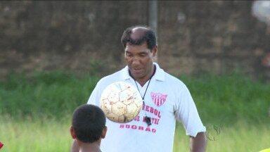 Campeão estadual pelo Grêmio Maringá acredita que título pode voltar para a cidade - Atacante do Galo em 1977, Bugrão agora comanda escolinha de futebol e confia em conquista do atual Maringá