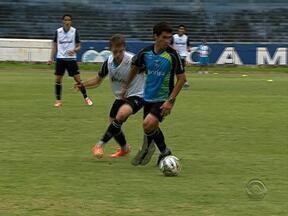 Jogadores evitam comentar, mas tricolores pensam na Libertadores e também no Gre-Nal - Tricolor gaúcho enfrenta o Nacional do Uruguai nesta quinta-feira pela Libertadores, e no domingo, enfrenta o Internacional, pela final do Gauchão.
