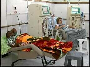 Pacientes de Divinópolis reclamam de falta de transporte para hemodiálise - Apenas uma van circula em horários restritos a pedido da Adortrans.Órgão precisa regularizar documentos para ter novo veículo, diz Prefeitura.