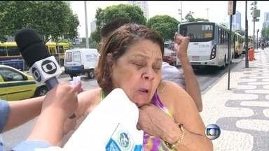 Assaltante rouba mulher durante entrevista - Assaltantes agem na Presidente Vargas, perto da Central do Brasil, e nos ônibus que passam na região. Uma senhora foi assaltada durante uma entrevista para o RJTV, diante das câmeras.