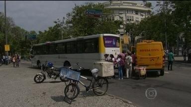 Motociclista de 31 anos morre em acidente com ônibus na Gávea - Segundo a polícia, o motociclista Jandir Cardoso foi atingido quando tentava ultrapassar um ônibus que cruzava a pista sentido Leblon, em frente à praça Santos Dumont.