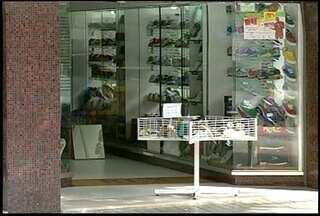 CDL de Nova Friburgo, RJ, registra queda de 5% em compras a prazo - Retração se deu, houve um gasto maior nos últimos meses do ano passado.Aumento de juros pelo Banco Central, inibe compras para segurar a inflação.