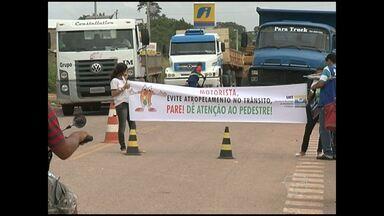 Comunitários fazem blitz pelo fim de acidentes em rodovia estadual - A ação espera reduzir as ocorrências no trecho urbano da rodovia que liga Santarém à hidrelétrtica de Curuá-Una.
