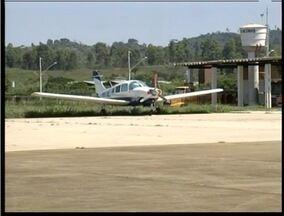 Usuários pedem melhorias para o aeroporto de Valadares - Detector de metais foram instalados.