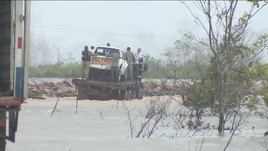 Polícia Rodoviária e DNIT fazem vistoria em BR 364 próximo a Jaci-Paraná - Trecho foi liberado parcialmente para veículos.