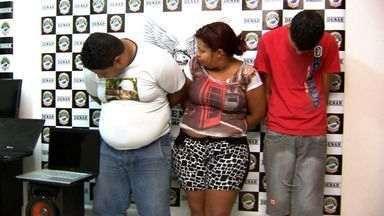 Polícia prende dois irmãos por tráfico de drogas - Ponto de drogas é desativado e dois irmãos são presos.