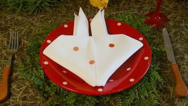 Veja dicas para decorar a casa na Páscoa - Confira dicas divertidas para decorar a mesa para o almoço de Páscoa. Aprenda a fazer dobraduras temáticas com guardanapos de pano.