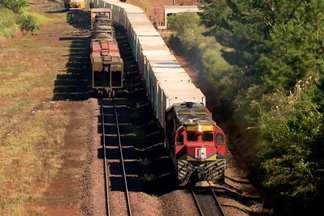 Ferrovias do PR são melhores que as de MT, mas estão longe do aceitável - Muitas regiões do estado dependem exclusivamente de caminhão para escoar a produção agrícola.