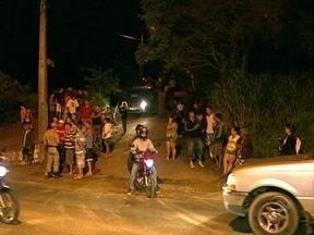 Moradores do Rio Vermelho tentam impedir invasão de terreno pela Ocupação Amarildo - Moradores do Rio Vermelho tentam impedir invasão de terreno pela Ocupação Amarildo