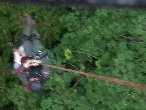 Jovens se perdem em mata e são resgatados de helicóptero em Joinville - Jovens se perdem em mata e são resgatados de helicóptero em Joinville
