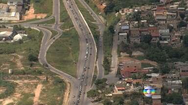 Polícia Rodoviária Federal diz que trânsito está intenso na BR-381 - Engarrafamento, de acordo com a PRF, começa na altura da cidade de João Monlevade.