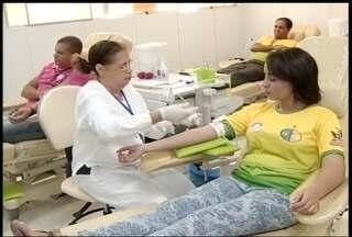 Grupo de evangélicos de Montes Claros doa sangue durante feriado - Hemocentro abriu especialmente para o grupo.