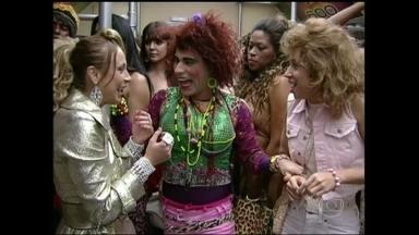 Reveja aventuras de Valéria, Janete e Lady Kate no Zorra Total - Trio embarcou no metrô em 2011