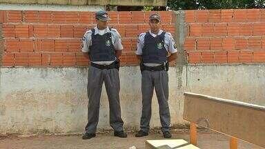 Policiais atuam na segurança de unidades de saúde - A Unidade de Pronto Atendimento (UPA), do Bairro Morada do Ouro, e a policlínica do Coxipó, em Cuiabá, passaram a ter policiais militares armados para garantir a segurança dos profissionais que atuam na UPA e de pacientes que procuram atendimento.
