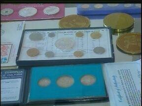 Colecionador de moedas antigas possui mais de 150 mil raridades - Parte do acerto está exposto no centro de Passo Fundo, RS