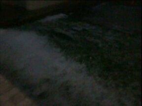 Chuva de granizo atinge Toledo - A Carolina Muller registrou as pedras de gelo se acumulando no quintal de casa. Veja também como fica a previsão do tempo.