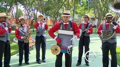 Grupo de jazz faz apresentação em Taubaté, SP - A banda The Jazz Brothers fez apresentação performática no Sesc da cidade.