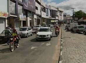 MTE notifica mais de 20 empresas em Caruaru neste Dia de Tiradentes - Instituições devem explicar por que não comunicaram o funcionamento. Do contrário, podem pagar multa de até R$ 4.035, explica auditor fiscal.