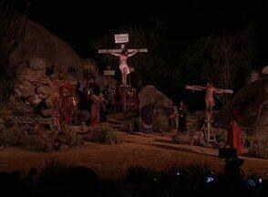 Última noite da Paixão de Cristo de Nova Jerusalém é assistida por mais de 8 mil pessoas - Espetáculo é encenado em Brejo da Madre de Deus, no Agreste de PE. Turistas de várias partes do Brasil e exterior visitaram a cidade-teatro.