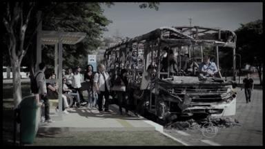 Polícia de SP apreende jovem suspeito de fazer parte de grupo que destruiu 35 ônibus - Desde o começo do ano já foram destruídos 119 ônibus na região metropolitana. Cada ônibus queimado representa um prejuízo de R$ 500 mil.