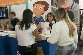Feira de capacitação de estudantes começa nesta sexta em São Paulo - A 17ª edição da Feira do Estudante – Expo CIEE 2014 é promovida pelo Centro de Integração Empresa-Escola (CIEE). A feira, no prédio da Bienal do Parque do Ibirapuera, na Zona Sul, acontece até o domingo (27) e tem entrada gratuita.