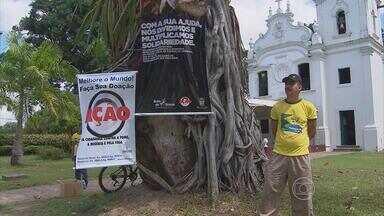Campanha arrecada alimentos para instituições de caridade na Jaqueira, Recife - Posto de arrecadação está montado em frente à igreja do parque do bairro.