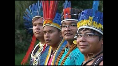 Semana dos povos indígenas termina com ritual - Integrantes de várias etnias e universitários participaram de solenidade.
