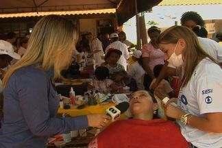 Mulheres aproveitam Ação Global para fazer tratamentos estéticos, em Aparecida de Goiânia - Evento é uma parceria da Rede Globo com o Sesi e ocorre até as 17h em Aparecida de Goiânia