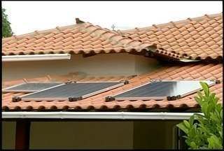 Morador de São Pedro da Aldeia, RJ, é o primeiro a ter sistema de energia solar - Homem investiu R$ 6 mil.