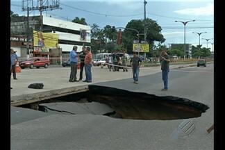 Túnel na entrada de Belém é interditado após asfalto ceder em pista - Um buraco se abriu na pista da avenida Almirante Barroso.