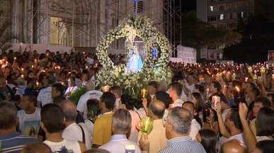Romaria dos Homens é realizada em Vitória, no ES - Milhares de fiéis participam da tradicional Romaria dos Homens, quando percorrem 14 quilômetros a pé entre Vitória e Vila Velha.