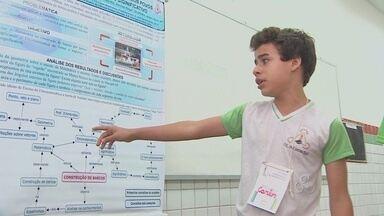 Feira de Matemática atrai estudantes e acadêmicos em Macapá - Pela primeira vez foi realizada uma feira de matemática, promovida pelo Instituto Federal do Amapá. É uma maneira de despertar o interesse por essa ciência, e desfazer mitos em torno da disciplina.