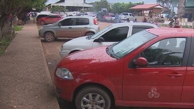 Motoristas que fazem serviço de lotação disputam passageiros na Rodoviária de Macapá - Taxistas e motoristas que fazem serviço de lotação disputam passageiros no Terminal Rodoviário de Macapá. E os taxistas, em geral, saem perdendo por causa do preço da concorrência.