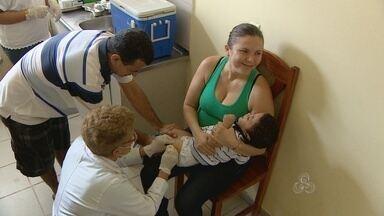 """Campanha de vacinação contra a gripe quer imunizar 87 mil pessoas - Este sábado foi o dia """"D"""" da campanha de vacinação contra a gripe. Na capital, a meta é imunizar 87 mil pessoas. As crianças também estão recebendo a suplementação da vitamina A."""