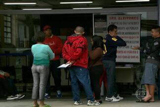 Cartórios eleitorais de SP vão funcionar com horário estendido - A Justiça Eleitoral aumenta em três horas o atendimento dos cartórios de São Paulo para acelerar os serviços para as eleições de outubro. Até o dia 7 de maio, eles funcionarão das 9h às 18h, inclusive no feriado.