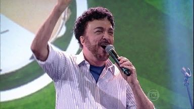 """Luiz Ayrão encerra o programa com """"O garoto da camisa amarela"""" - Cantor lança música para a Copa do Mundo de 2014"""
