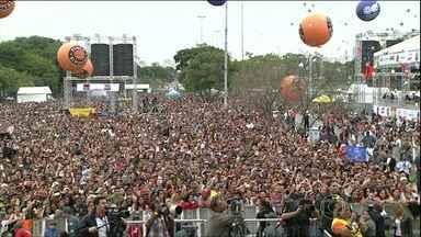 Brasileiros comemoram o Dia do Trabalho pelo país - Milhares de pessoas comemoraram o Dia do Trabalho em Belo Horizonte, em celebrações religiosas e festas. A festa da Central Única dos Trabalhadores foi no Vale do Anhangabaú, com shows populares e ato político.