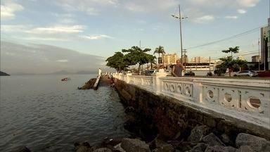 Conheça a história da mureta que se transformou no símbolo da cidade de Santos - Ela tem 72 anos, possui a cara de Santos e conquistou a simpatia de moradores e turistas.