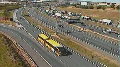 Obras na rodovia D. Pedro I deixam congestionamento de até dois quilômetros em Campinas - Segundo a concessionária Rota das Bandeiras, tráfego ficou complicado por conta das obras para ampliação das marginais da rodovia.