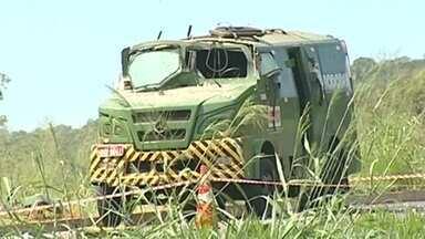 Polícia procura por quadrilha que explodiu carro-forte na Região do Triângulo - Segundo a polícia, dez homens participaram do roubo.